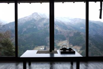 浮生(ふしょう)は、東祖谷集落の最上部にあります。その高さ、標高約820m!宿からの眺望は別格です。