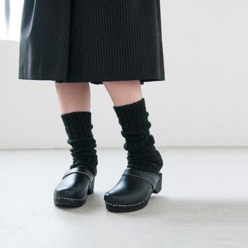 冬の身支度、靴下にもこだわってみませんか。編み方で表情の違いを楽しんだり、長めのソックスをくしゅっとさせて履いてみたり。あなたらしく楽しんで。