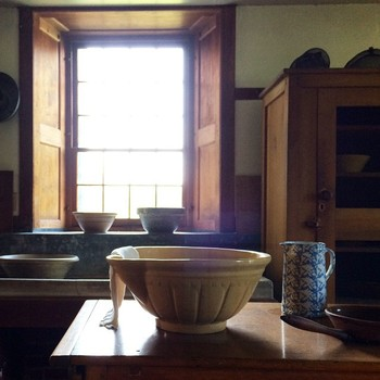 質素で合理的なシェーカーの暮らし、いかがでしたか? 機能的で美しい家具や生活道具にうっとりしてしまった方も多いのではないでしょうか。