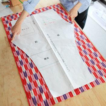 「反物幅の布のリサイクル」という観点で開発されたとあって、反物を二枚つないでちょうどいいサイズ。