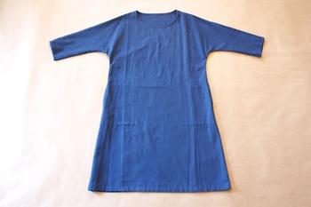 小幅の織機で織られた柔らかい風合いの久留米絣のワンピース。着心地がよく、使い込んで行くほど身体に馴染んできます。