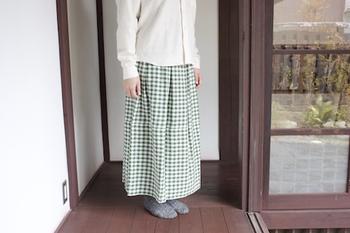 ノーマルとロングの2サイズから選べる久留米絣のスカート。ワンピースと同じ織り方で作られています。