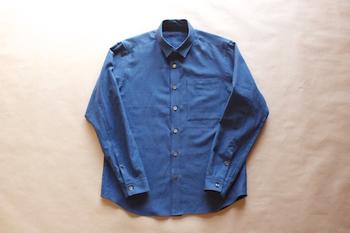 久留米絣のシャツは、ベーシックなカラー4色とギンガムチェックが揃う厚手のシャツです。