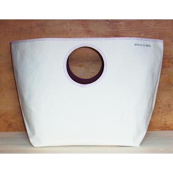 『サークルトート 大』  これぞ究極のシンプル!丸い持ち手のマチありトート。旅行やレジャー、ランドリーバッグとして、また配達用のバッグとしても使える容量たっぷりサイズの丈夫なバッグです。