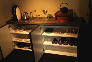 キッチンには調味料や調理道具も揃っているので、材料を持ちみ自炊を楽しむことができます。