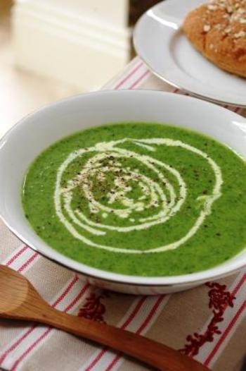 クレソン初心者の方には食べやすいスープがオススメです!見た目もオシャレでお家でカフェ気分を味わえそうですね♪