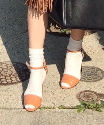 足元をタイツからソックスに変えるだけで、見た目も気分もかなり軽くなりますね。