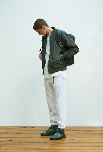 レディースサイズもあるマウンテンジャケット。速乾性のあるクールマックス素材・ショート丈で、ハードな動きにも耐えられます。