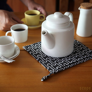 厚手だから鍋しきとしても使えます。大切な北欧のテーブルを守ってくれますよ。