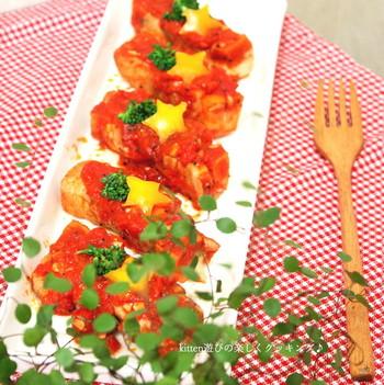 【トマトソースで楽しむ高野豆腐の豚バラ巻き】  こってりしがちな豚バラ肉が高野豆腐とのマッチングでサッパリ味に変身。トマトソースで洋風の味わいを楽しんで。