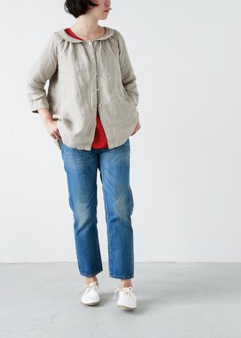 こちらは「Ordinary fits」定番のクロップドデニム。着込んだような少しくたっとした生地感。そのままでも、ロールアップしてもかわいいデザイン。