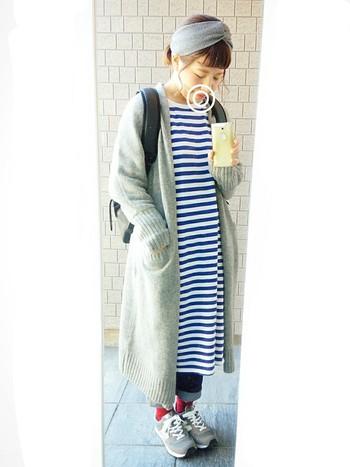 休日にぴったりなゆったりワンピースコーデ。ロング丈は、春先は重ね着で、夏には1枚で着れる1枚あると重宝するアイテムです。