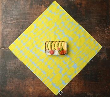 こちらの柄、卵焼きに見えませんか?素朴だけれどポップなテイストもあるのが「bento」の魅力です。