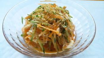 キムチのタレを使うことでちょっぴりピリ辛になるこちらのレシピ。