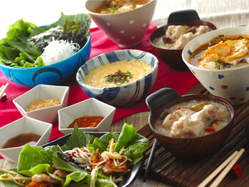"""定番の韓国料理やアレンジレシピ、ちょっと手間のかかるレシピと様々なレシピをご紹介してきましたがいかがでしたか? 手間のかかるレシピは是非おもてなしなどで試してみてください。 きっと""""料理上手""""と評判になること間違いなしです♪ 体の芯から温まる、韓国料理ぜひお家でも楽しんでみてください。"""