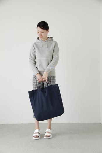 シンプルだけど機能的。毎日のおでかけに「スタンダードサプライ」のバッグはいかが?