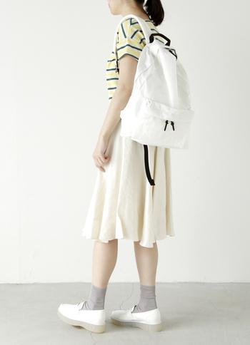 大人カジュアルはもちろん、女性らしいスカートスタイルにもあわせやすいデザイン。ベーシックなカラー展開なので、彼や旦那さんと色違いで買ってシェアするのもおすすめです♪