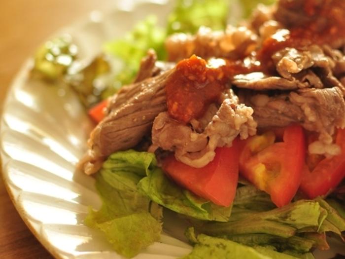 牛肉と韓国風のタレがおいしいこちらのレシピ。彩もよく満腹感も味わえそうですよね。