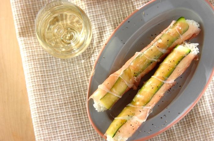 生ハムとズッキーニを使って、オードブルのようなリッチな大人めスティックおにぎりに。白ワインとどうぞ♪