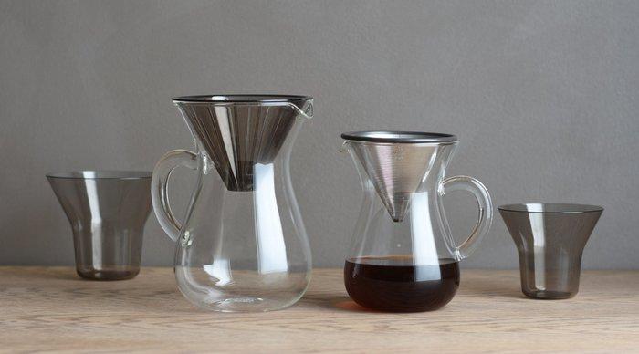 SLOW COFFEE STYLEの看板アイテム「コーヒーカラフェセット」は、ステンレス製フィルターとプラスチックのブリューワーの2種類、300ml、600mlの2サイズからお好みのアイテムをセレクトできます。