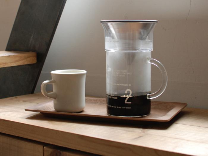 学生時代にビーカーを使った理科の実験のような懐かしい気分を味わえる、コーヒージャグセット。フィルターはステンレスのみで、サイズは300ml・600mlの2サイズをラインナップ。