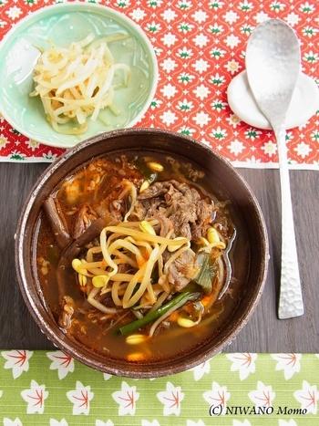 彩もよいユッケジャンスープ。山菜などが苦手な人も食べれそうですよね。