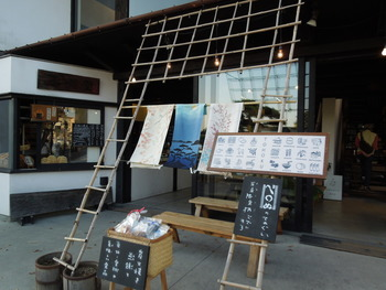 一階には雑貨を取り扱う「松島 雪竹屋(旧名:松島独まん)」がお店を構えています。
