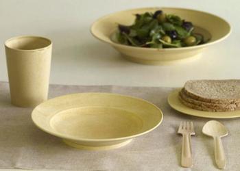 名前の通り、クレープのような淡い黄色と薄くて軽い器が特徴。優しい色合いの器は、お料理を引き立ててくれますよ。