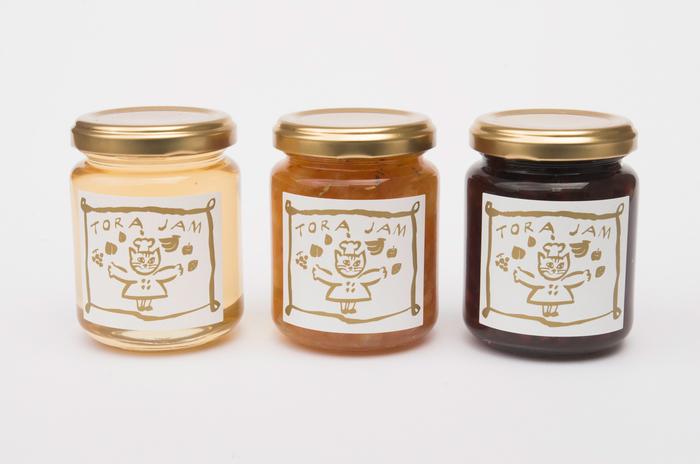 ■torajam / torajam季節のおすすめセット 1836円~  ジャム職人の「いのはらしほさん」が手づくりするジャムは、どれも自然の甘みを生かしたものばかり。 季節ごとに旬をぎゅっと閉じ込めたジャムは、パンに塗って食べるのはもちろん、紅茶に入れても楽しめますよ。 可愛いギフトボックス入りもご用意しています。