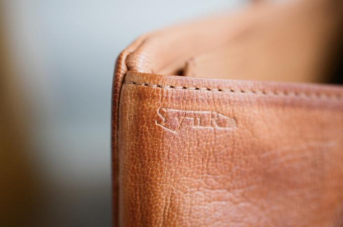 ゆっくりと、自分色に変化していく長財布。おすすめブランド3選