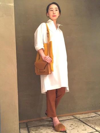 白シャツワンピをサラッと着こなす大人カジュアルコーデ。シンプル・キレイ・楽チン!が実現する嬉しいアイテムです。