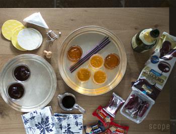 最近は家庭で盆を使うことも少なくなってきましたが、料理やお茶を盆に乗せ運ぶことで、食事の時間を丁寧に、そしてゆたかに格上げしてくれますよ。 また、絵になる美しい盆は、運んだらそのままテーブルの隅に置いておくのも◎。  マルチに使える29cm径と、一人分、二人分のお茶やコーヒーを運ぶのに便利な24cm径の展開です。