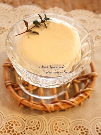 柚子香るさわやかなチーズケーキ♪ クリームチーズのコクがおいしい一品です。 材料は、柚子茶(市販可)、コーンスターチ、クリームチーズ、きび砂糖、ヨーグルト、生クリーム、レモン汁