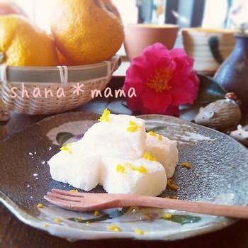 もちもちの食感がたまらない♪ 材料は、白玉粉、砂糖、柚子茶または柚子ジャム、片栗粉