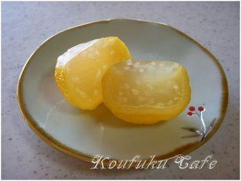 柚子をまるごと使った羊羹です。 甘さとほろ苦さが相まって何とも言えないおいしさ♪ 材料は柚子の皮、上白糖、粉寒天、グラニュー糖 120g