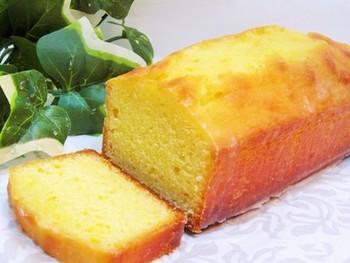柚子をまるごと使ったパウンドケーキ。 上品な味わいで、ご年配の方にも喜ばれる一品。 材料は、バター、砂糖、卵、柚子、小麦粉、ベーキングパウダー、アーモンドプードル、粉砂糖