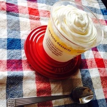 たっぷりクリーミーな味わいのゆずゼリーです♪ 下はミルキーなパンナコッタ。 材料は、牛乳、生クリーム、ハチミツ、グラニュー糖、ゼラチン、ゆず果汁