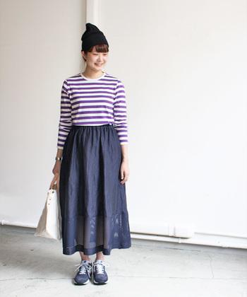 マイヨの製品には、さりげなく四角いステッチが付けられています。 丈夫で長く着れる、洗濯してタグがなくなっても、ずっと着ていたいと思えるアイテムになるようにとの思いを込めて。   定番のオリジナルファブリックを使用した長袖のボーダーTシャツは、カラーバリエーションが豊富なのが特徴です。着込むほどに肌に馴染むコットン素材を使用するなど、細かい箇所にまで気を配って作られた私たちの定番にふさわしいアイテムです。