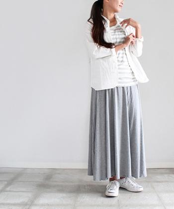 ボーダーTシャツのうえにさらっと羽織っても◎。適度なハリ感と、こだわりのパターンでシルエットもくずれず、きれいです。