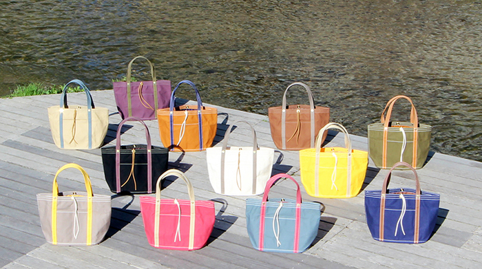 「帆布のかばん」といえば、誰もが思い浮かべるのが、京都「一澤信三郎帆布」。創業は明治38年(1905年)。さまざまな時代やトラブルを乗り越えて四代にわたり、上質な帆布のかばんを作り続けています。