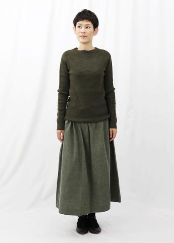 こちらは新潟市の亀田に伝わる綿織物「亀田縞(かめだしま)」のコットンを使った、ロングスカート。「F/style(エフスタイル)」のプロダクトです。丈夫で素朴なコットンは、使うほど味が出てきます。