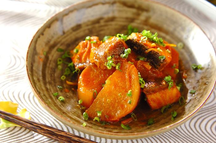 ケチャップとカレー粉を加えて作るブリ大根。和風のブリ大根とは全く違う美味しさがありますよ。