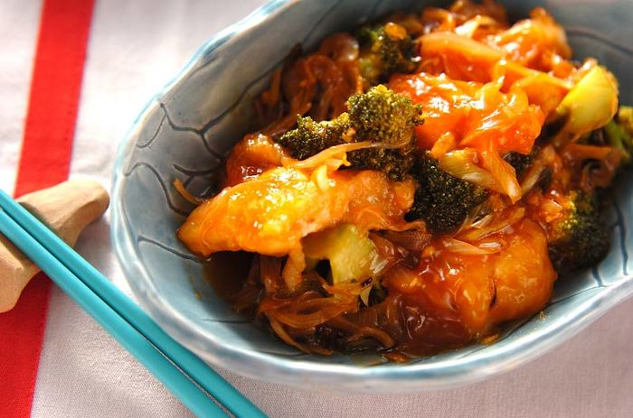 淡白な味のタラにはケチャップがよく合います。お魚が少し苦手な子どもでもこれなら喜んで食べてくれそうですね。