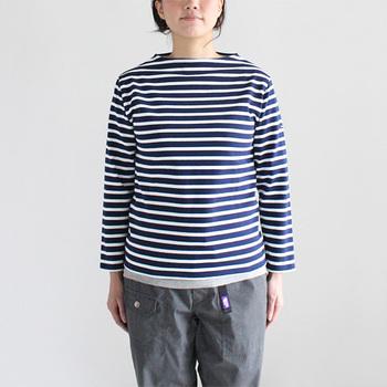 定番のボーダーカットソー。SAINT JAMES(セントジェームス)のそれは、生地はコットンで、目がしっかりとしています。洗うほどに味が出て、そして長く着れば着るほど着心地が良くなるのが特徴です。
