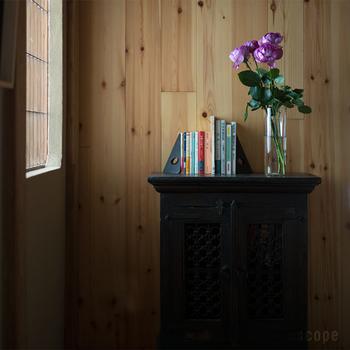 高さがある245mmは、長い枝ものや長い茎のまま花を活けられるので、スタイリッシュに仕上げることができます。シンプルだからこそ、花の持つ繊細さや力強い魅力を生かすことが出来る花瓶です。