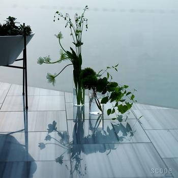 ナチュラルな癒しのある暮らし。こだわりの感じられる花瓶で花を活けよう。