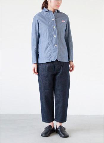 春らしい淡いインディゴカラーの丸襟ジャケット。 薄手で素材感があるので、シャツっぽく1枚でも着られます。