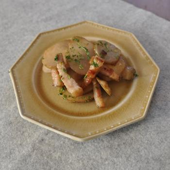 お芋なだけあって、ベーコンとの相性はバッチリ。ガーリックオイルが食欲を刺激します。