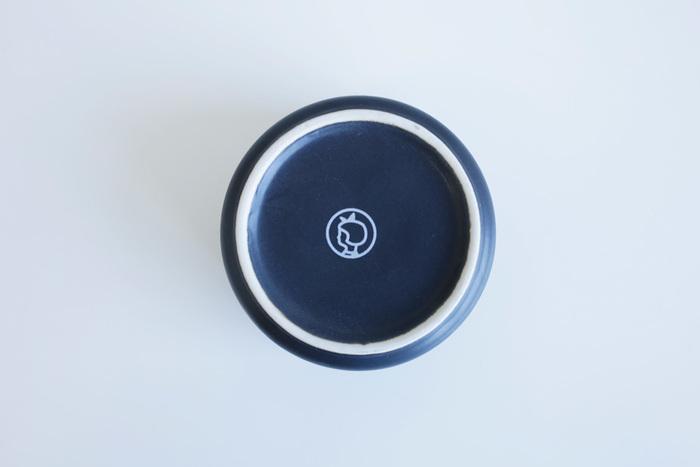 マットな風合いの磁器製なので、ナチュラルな空間にしっくりと馴染んでくれます。蓋にだけでなく、底にもイヤマちゃんがいるんですよ♪