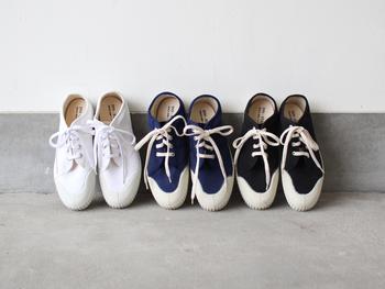 ■CDC webstore INN-STANT│old-lo shoes  ぽってりとした丸みのあるフォルムにどこか愛嬌を感じる、シンプルで素朴なスニーカー。軽いキャンバス素材と幅広な作りが、快適な履き心地を約束してくれますよ。普段スニーカーを履きなれていない方の入門編としてもおすすめです。